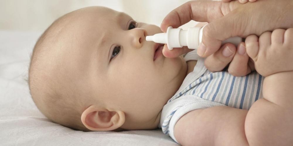 Cẩn trọng khi rửa mũi cho trẻ tại nhà