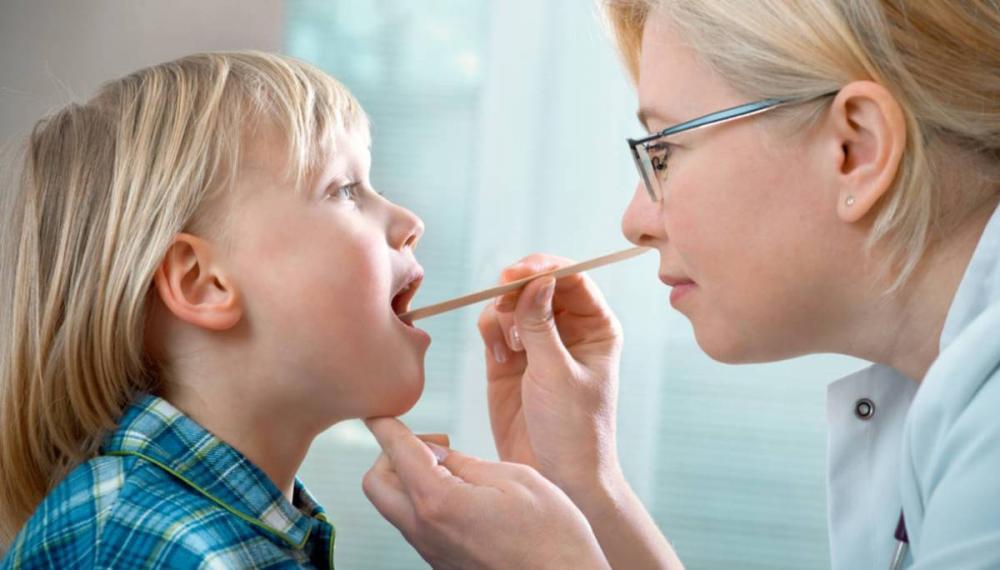 Dấu hiệu khi trẻ bị viêm họng không nên bỏ qua