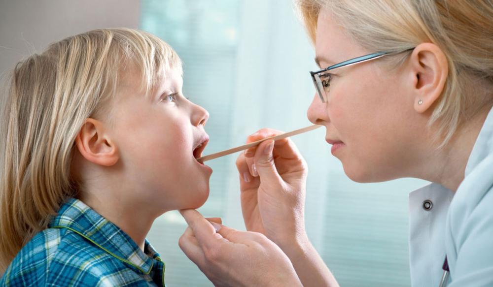Viêm thanh quản cấp có nguy hiểm không? Cách chăm sóc cho trẻ bị viêm thanh quản cấp