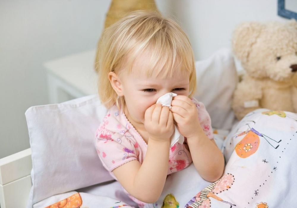 Cách chăm sóc trẻ bị viêm đường hô hấp trên - Bị sốt, ho, nôn nhiều